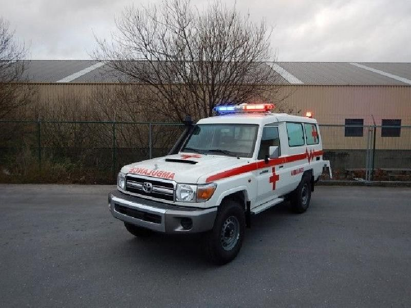 سيارة إسعاف Toyota Land Cruiser Ambulance, VDJ 78, 4 5L, TURBO DIESEL —  3783291